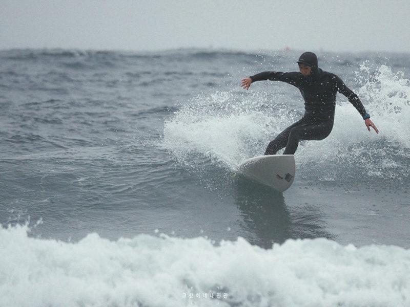 오랜만의 서핑사진.